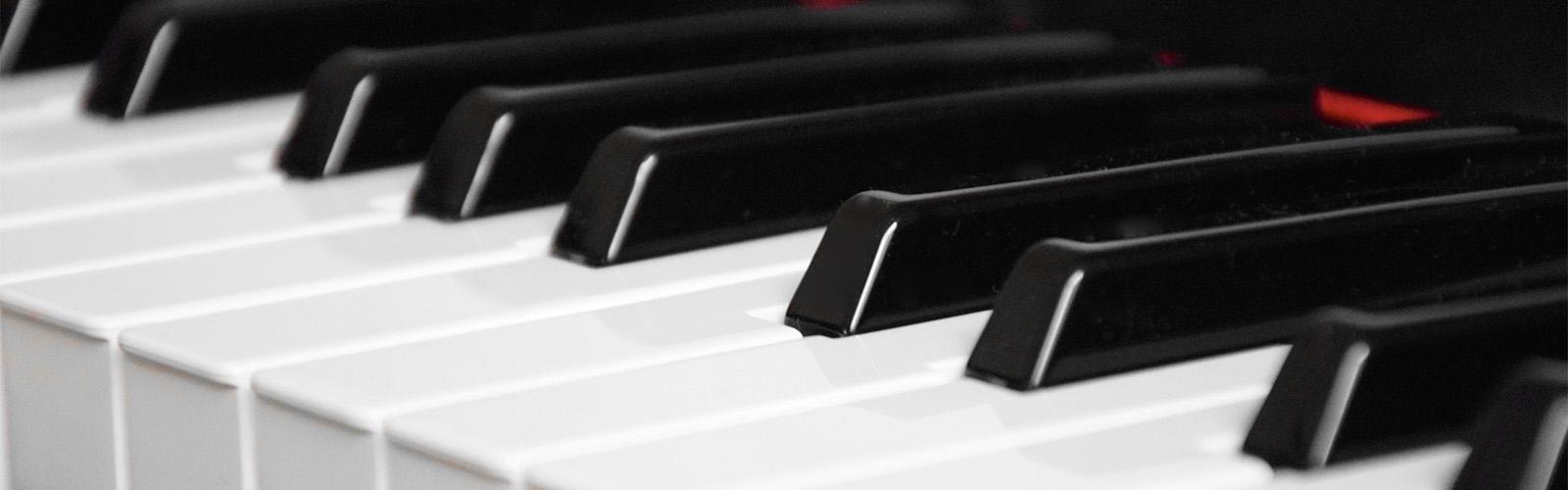 nærbilde av piano brukt i pianoundervisning i oslo