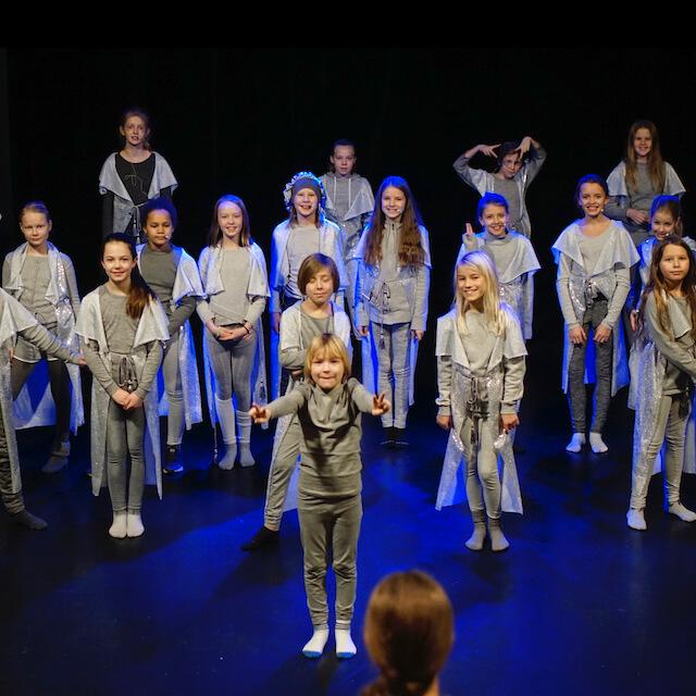 Read more about the article 10 gode grunner til å gå på musikkteater